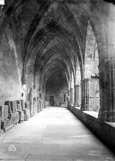 Cathédrale Saint-Nazaire (ancienne) Galerie du cloître, intérieure, ,