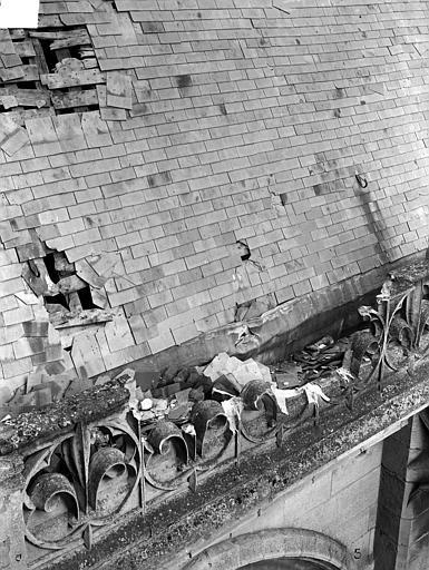 Eglise Notre-Dame ; Cathédrale (ancienne) Toiture endommagée : Détail au niveau de la balustrade, Durand, Jean-Eugène (photographe),