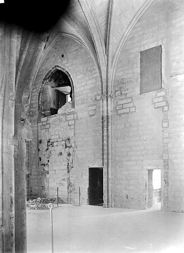 Palais des Papes Sacristie de la tour Saint-Laurent : Vue intérieure côté sud, Durand, Jean-Eugène (photographe),