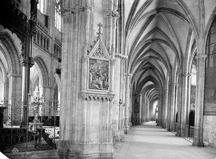 Cathédrale Saint-Corentin Vue intérieure du bas-côté nord, Mieusement, Médéric (photographe),