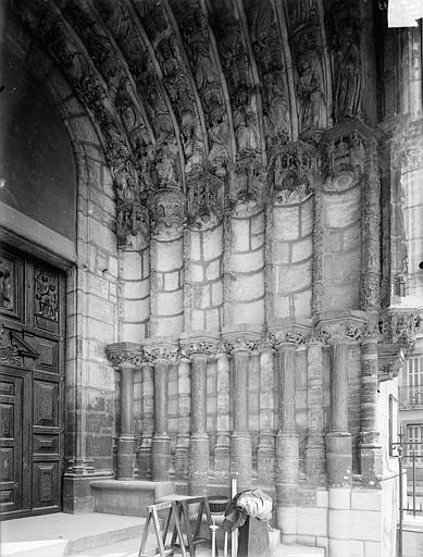Eglise Saint-Michel Portail sud de la façade ouest : Ebrasement droit, Heuzé, Henri (photographe),