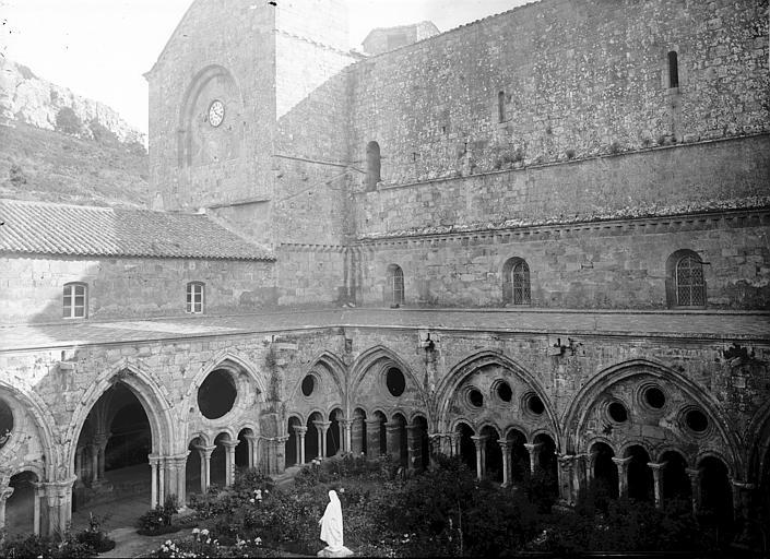 Abbaye de Fontfroide Cloître: ensemble sur la cour, angle sud-est, Enlart, Camille (historien),