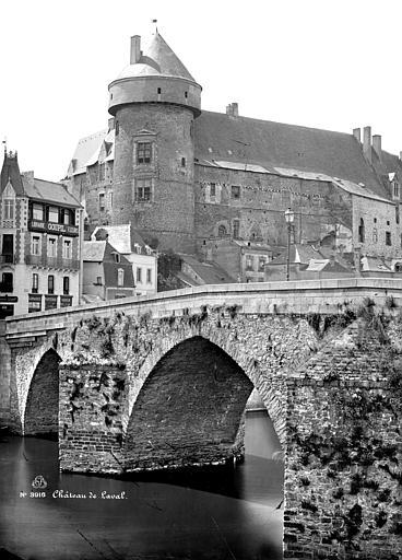 Château Vieux ; Vieux Pont sur la Mayenne Vue d'ensemble, Mieusement, Médéric (photographe),