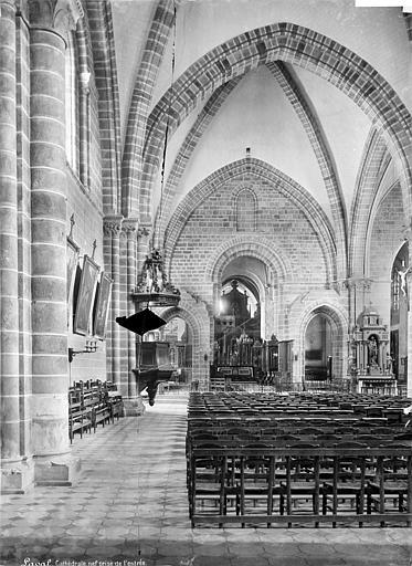 Cathédrale de la Trinité Vue intérieure de la nef, vers le choeur, Mieusement, Médéric (photographe),