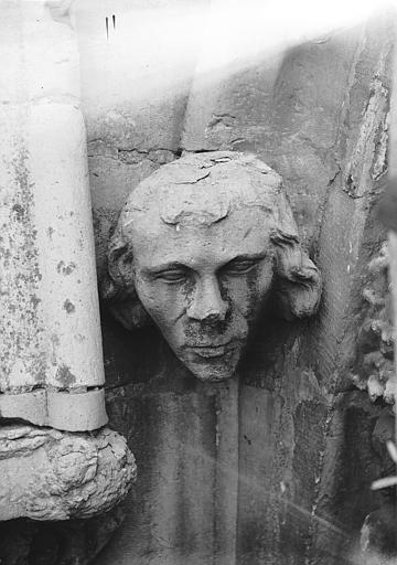 Cathédrale Notre-Dame Tête d'amortissement, sommier de voussure, à gauche de la rose nord, Lajoie, Abel,