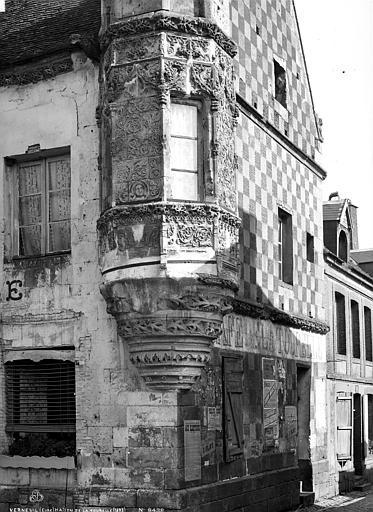 Maison à tourelle , Robert, Paul (photographe),