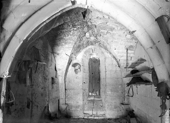 Prieuré de Bellefontaine (restes) Salle voûtée, Durand, Eugène (photographe),