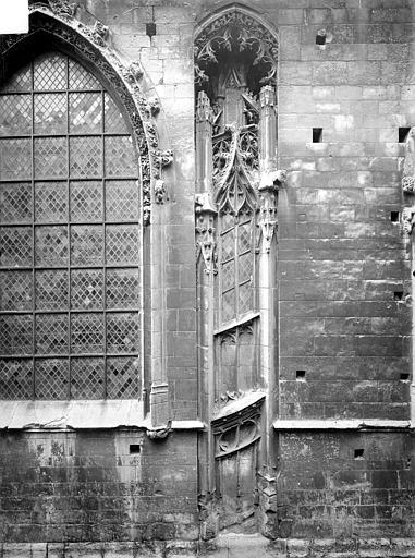 Eglise Notre-Dame-de-Froide-Rue (ancienne) ou Eglise Saint-Sauveur (actuelle) Façade : détail, Heuzé, Henri (photographe),