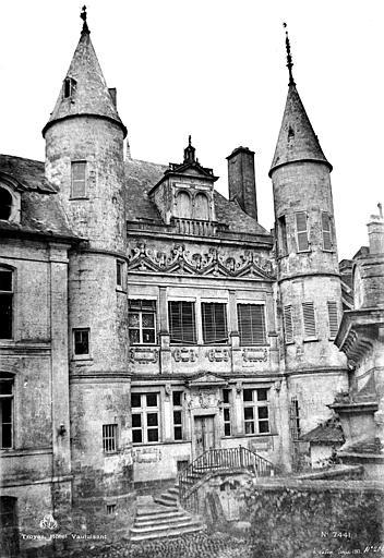 Hôtel de Vauluisant Façade sur cour, Le Secq, Henri (photographe),