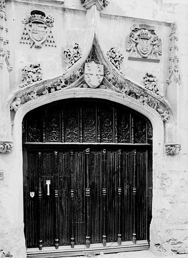 Palais épiscopal (ancien) ; Palais de Justice Porte, Enlart, Camille (historien),