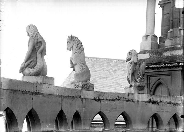 Cathédrale Notre-Dame Chapelle de l'abside, le Dragon, la Cavale, la Sirène, Lajoie, Abel,