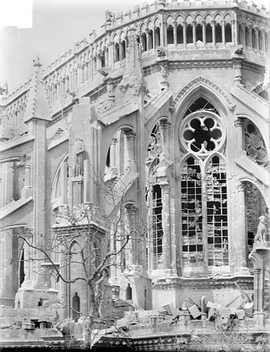 Cathédrale Notre-Dame Chevet, côté sud, première travée : contreforts et galerie haute des chapelles, Sainsaulieu, Max (photographe),