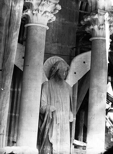 Cathédrale Notre-Dame Ange, premier contrefort de l'abside, au sud, Lajoie, Abel,