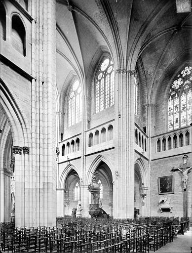 Cathédrale Saint-Bénigne Vue intérieure du transept, vers le nord-ouest, Heuzé, Henri (photographe),