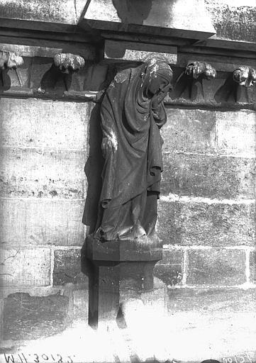 Cathédrale Notre-Dame Cariatide et corniche, façade sud, première travée, Lajoie, Abel,