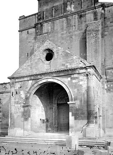 Cathédrale Notre-Dame-des-Dons Porche de la façade ouest, Mieusement, Médéric (photographe),