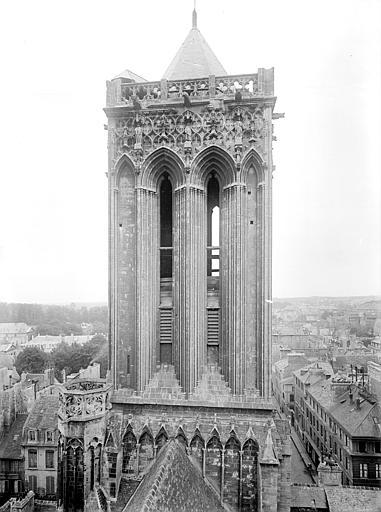 Eglise Saint-Jean Tour de la façade ouest, prise depuis la tour centrale, Heuzé, Henri (photographe),