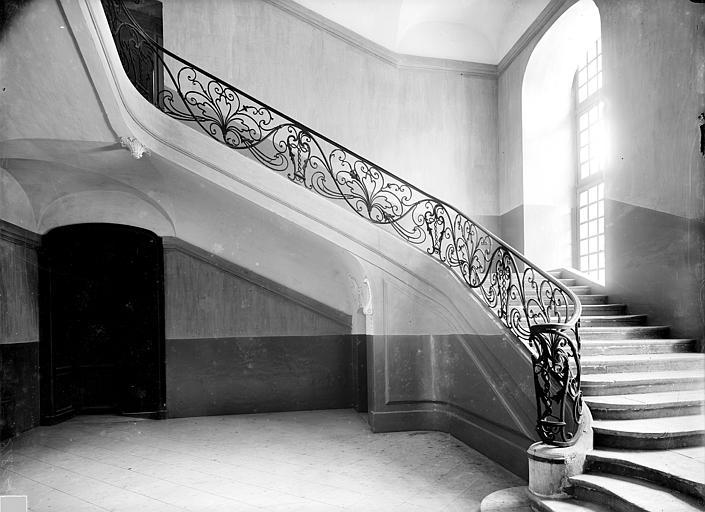 Abbaye aux Hommes (ancienne) 1er escalier : Départ de l'escalier et rampe en fer forgé, au rez-de-chaussée, Durand, Jean-Eugène (photographe),
