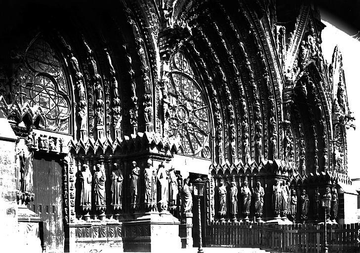 Cathédrale Notre-Dame Portail ouest vu de gauche, Enlart, Camille (historien),