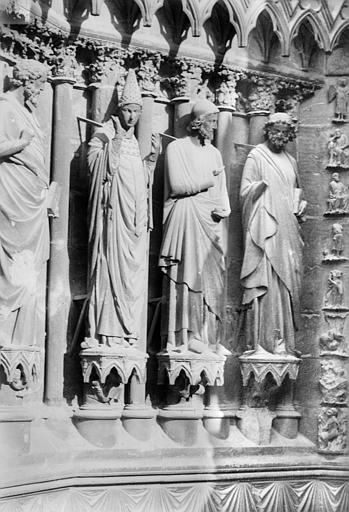 Cathédrale Notre-Dame Portail sud de la façade ouest. Ebrasement gauche : Statues de saint Calixte pape et de deux apôtres, Sainsaulieu, Max (photographe),