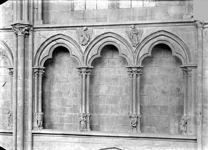 Cathédrale Saint-Cyr Vue intérieure de la nef, côté nord : Arcatures du triforium, Heuzé, Henri (photographe),
