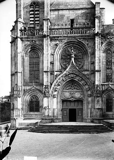 Eglise Saint-Etienne Façade ouest, Louzier (photographe),