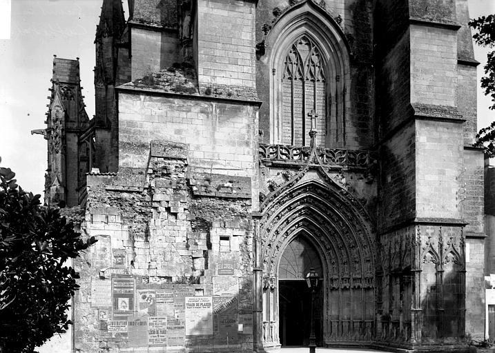 Cathédrale Saint-Pierre (ancienne) Portail et fenêtre, Enlart, Camille (historien),