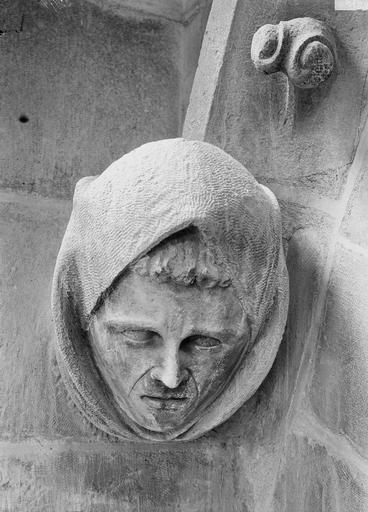 Cathédrale Notre-Dame Tête d'amortissement, une femme, Durand, Eugène (photographe),