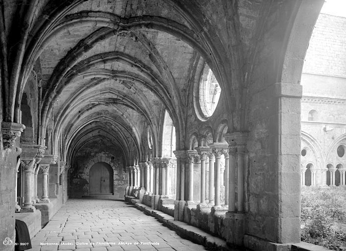 Abbaye de Fontfroide Cloître : Vue intérieure d'une galerie, Mieusement, Médéric (photographe),