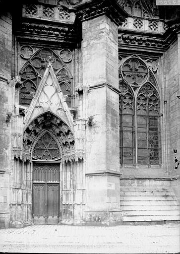 Cathédrale Sainte-Croix Petit portail, Enlart, Camille (historien),