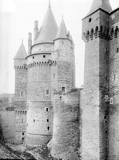 Château Tours à gauche du Châtelet, Durand, Eugène (photographe),
