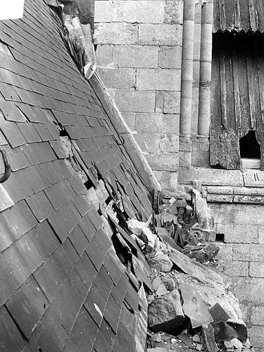 Eglise Notre-Dame ; Cathédrale (ancienne) Toiture endommagée, côté nord de la nef : Détail au niveau de la balustrade, Durand, Jean-Eugène (photographe),