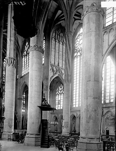 Basilique Saint-Nicolas Intérieur: vue diagonale, Enlart, Camille (historien),