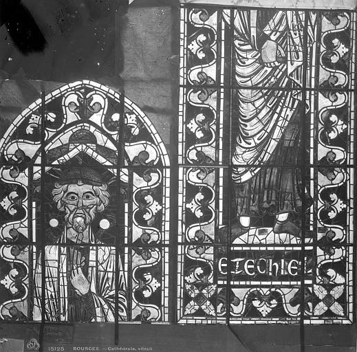 Cathédrale Saint-Etienne Vitrail : Ezéchiel, Leprévost (photographe),