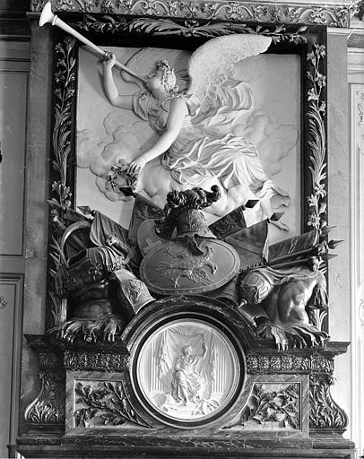 Palais des Ducs et des Etats de Bourgogne (ancien) ; Hôtel-de-Ville Haut-relief : La Renommée, Gossin (photographe),