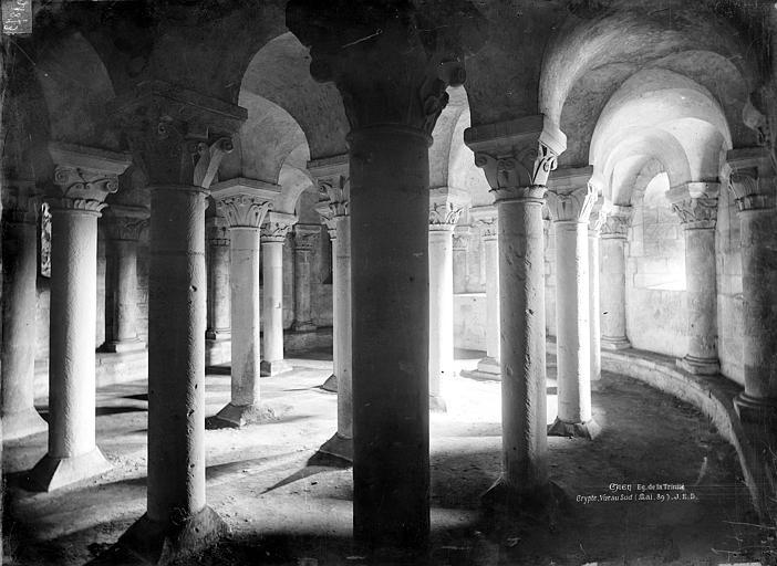 Abbaye aux Dames (ancienne), Eglise de la Trinité Crypte : Vue intérieure vers le nord-est, Durand, Jean-Eugène (photographe),