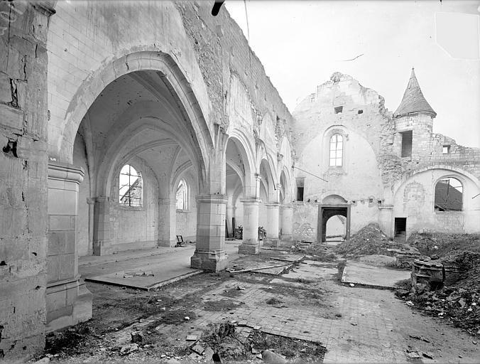 Eglise Saint-Rémi Vue intérieure de la nef et du bas-côté sud, vers le sud-ouest, Queste, P. photographe),