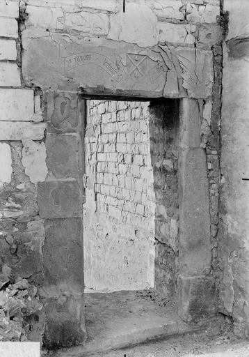 Maison Linteau de la porte Jacques de Thuisy, Verneau, G.,