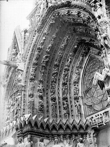 Cathédrale Notre-Dame Portail ouest, porte gauche, voussure à gauche, Lajoie, Abel,