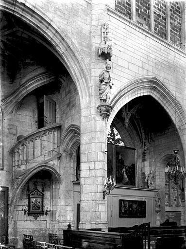 Eglise Saint-Nicolas Intérieur: escalier et chapelle, Enlart, Camille (historien),