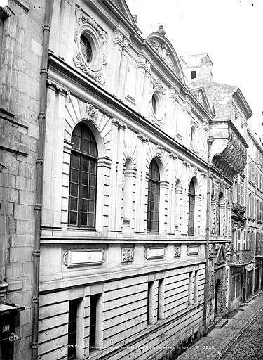 Hôtel de Ville Façade latérale sur rue en perspective, Mieusement, Médéric (photographe),