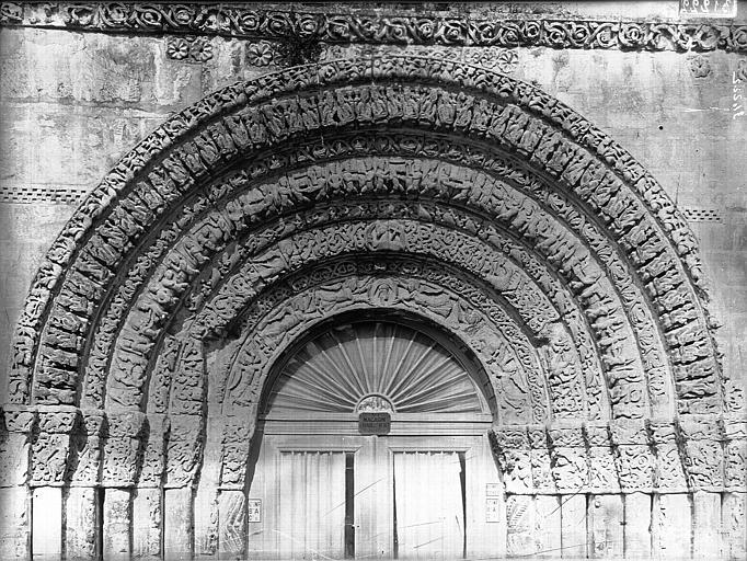 Eglise Sainte-Marie-aux-Dames (ancienne) Portail ouest, porte centrale, tympan, Heuzé, Henri (photographe),