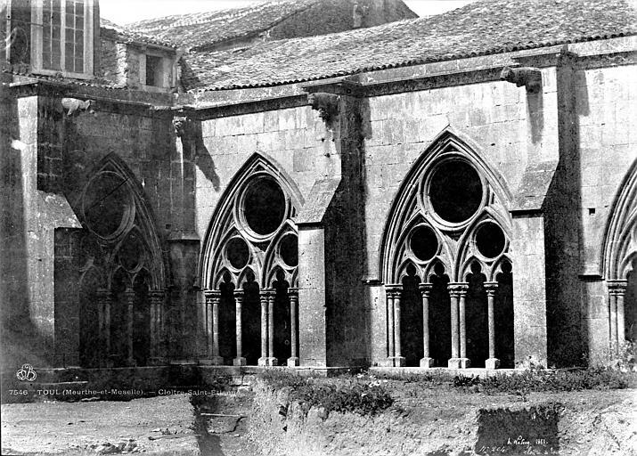 Cathédrale Saint-Etienne (ancienne) Cloître : vue d'un angle, Le Secq, Henri (photographe),