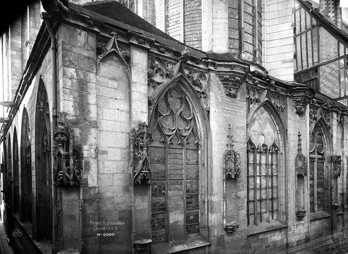 Eglise Saint-Pantaléon Fenêtres, Durand, Eugène (photographe),