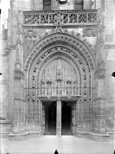 Eglise Sainte-Radegonde Portail de la façade ouest, Gossin (photographe),