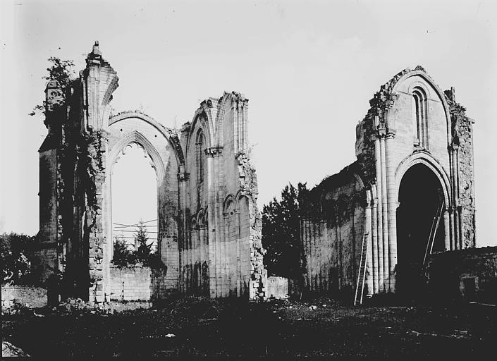 Abbaye (ancienne) Ruines, Enlart, Camille (historien),