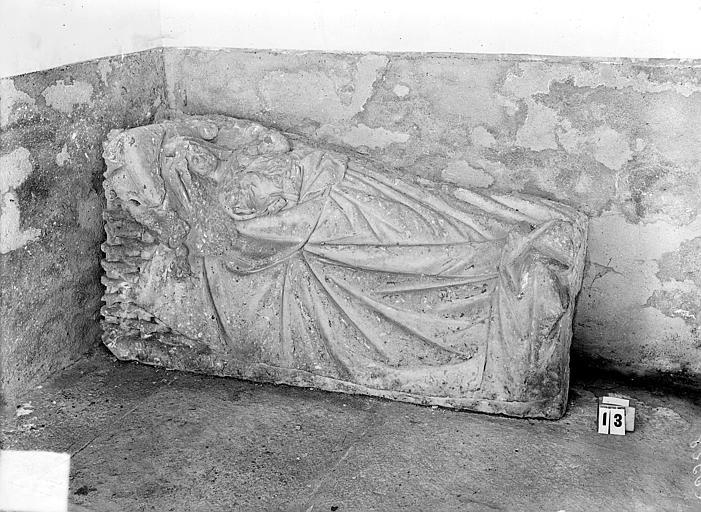 Eglise Notre-Dame de Mouthier-le-Vieillard Bas-relief, le berceau de la Vierge, Gossin (photographe),