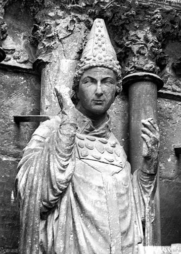 Cathédrale Notre-Dame Portail ouest, buste de saint Sixte, Lajoie, Abel,