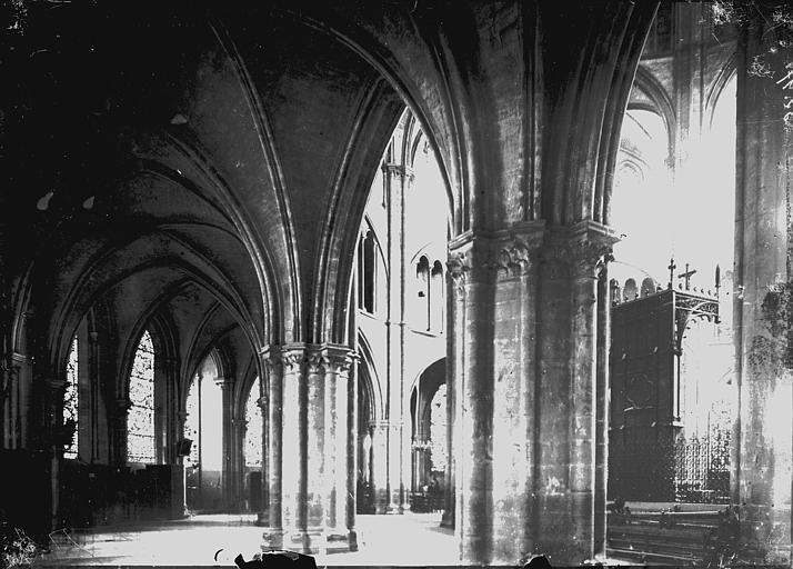 Cathédrale Déambulatoire, Enlart, Camille (historien),