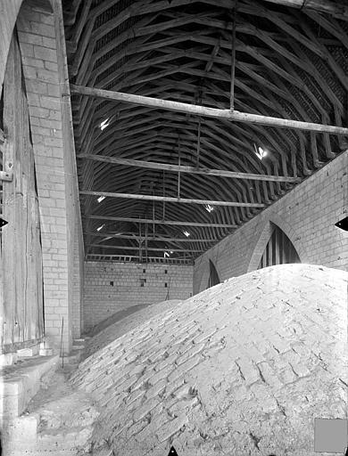 Cathédrale Saint-Pierre Vue intérieure des combles : Voûtes et charpente du choeur, Gossin (photographe),